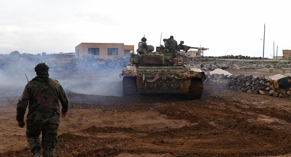 Forças governamentais sírias durante a ofensiva no sul da província de Aleppo para retomar o controle sobre o aeródromo de Abu al-Duhur, 18 de janeiro de 2018.