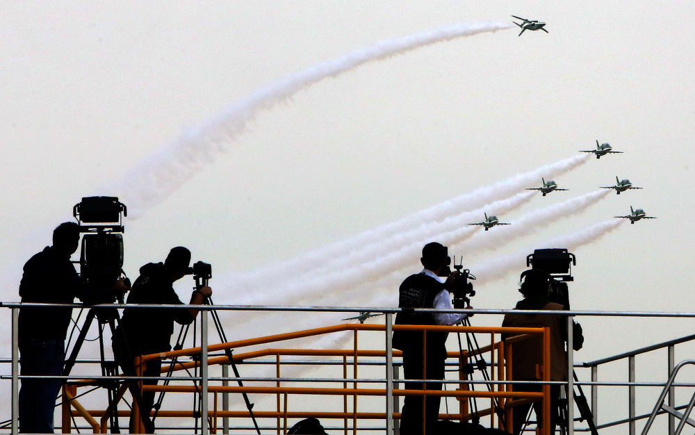 Aviões sauditas Hawk Mk 65 no show aéreo do Kuwait