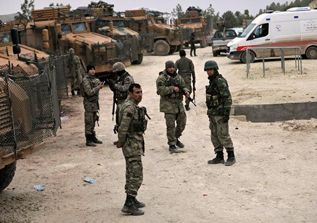 Militares turcos perto da cidade síria de Afrin, 22 de janeiro de 2018