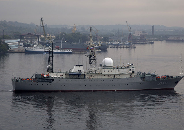Navio de reconhecimento russo Viktor Leonov
