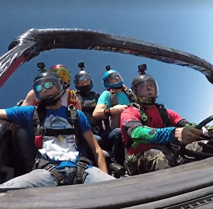 Paraquedismo em carro