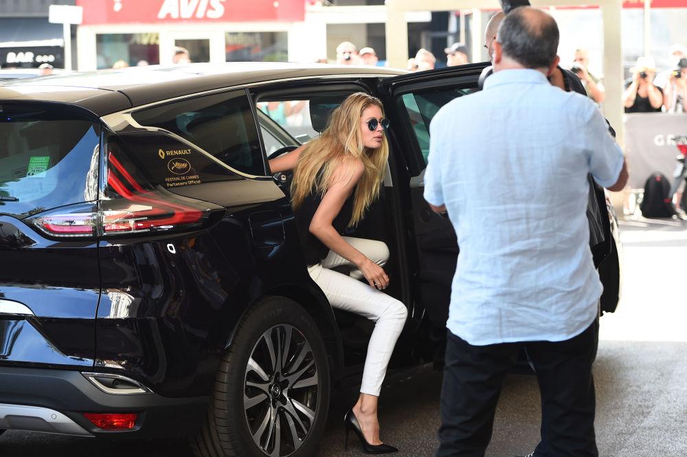 Modelo holandesa Doutzen Kroes chegando ao hotel Grand Hyatt Cannes Hotel Martinez nas vésperas da cerimônia de abertura do 68º Festival de Cannes, em 12 de maio de 2012