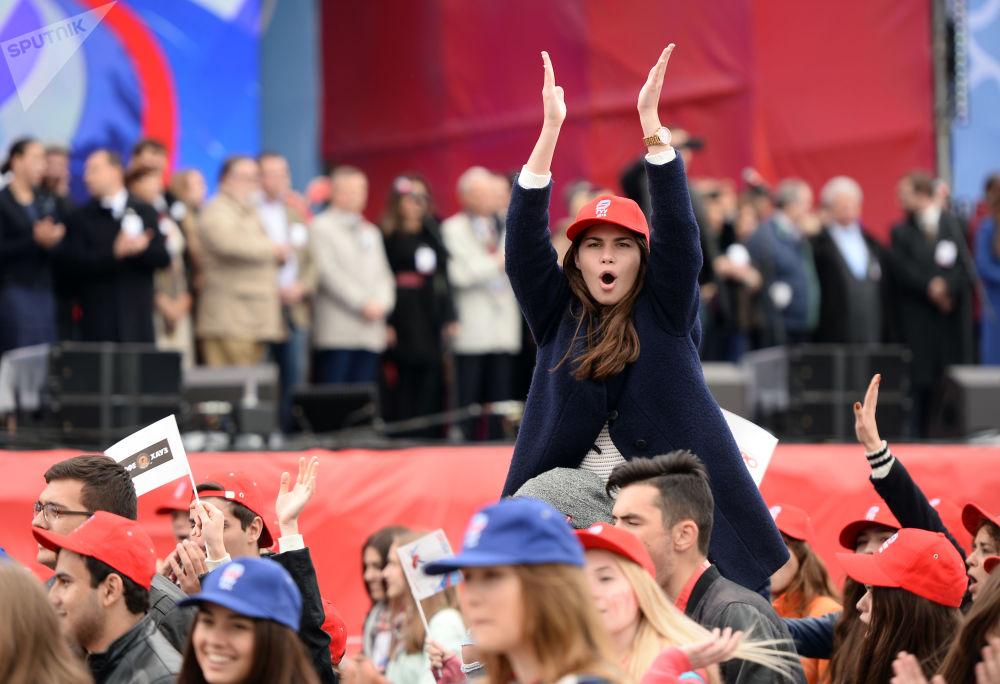 Estudantes participam da Parada da Vitória em Moscou
