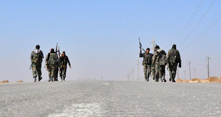 Forças governamentais sírias em direção à região de Homs, Síria