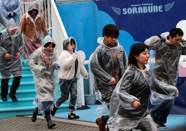 Exercícios simulando evacuação antimíssil em Tóquio, Japão, 22 de janeiro de 2018
