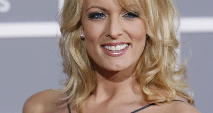 A estrela pornô Stephanie Clifford, conhecida por seus seguidores como Stormy Daniels