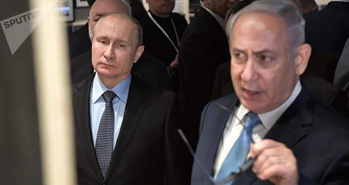 Premiê israelense, Benjamin Netanyahu, e presidente Vladimir Putin visitam o Museu Judeu e Centro de Tolerância em Moscou