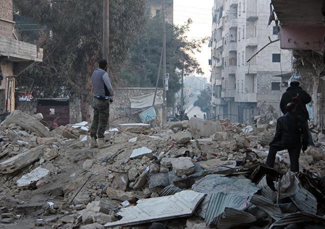 Combatentes se preparam para invadir a sede do Estado islâmico