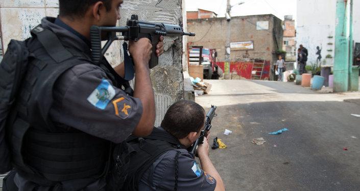 Polícia Militar realiza operação no Complexo do Alemão