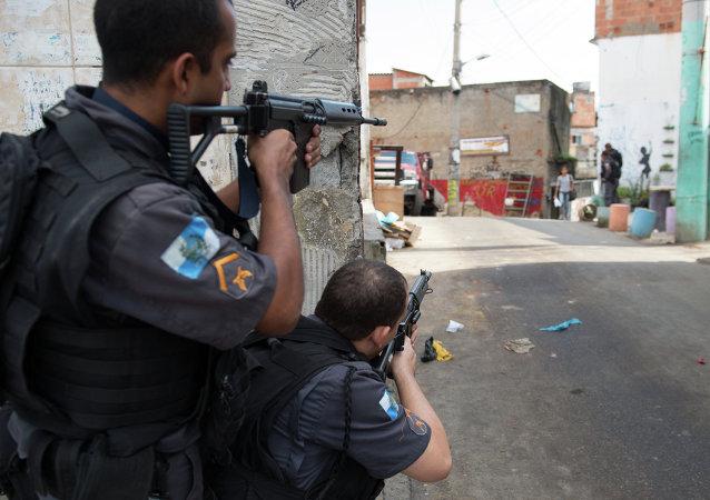 Polícia Militar realiza operação no Complexo do Alemão, no Rio de Janeiro