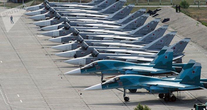 Caças russo no aeródromo de Belbek, em Sevastopol, Crimeia