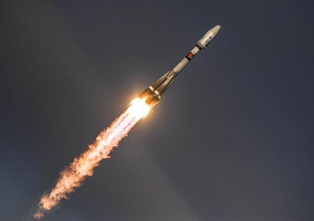 Lançamento do foguete transportador Soyuz-2.1 do cosmódromo Vostochny, localizado no Extremo Oriente russo