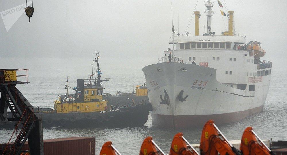 Navio norte-coreano Man Gyong Bong no porto de Vladivostok (foto de arquivo)