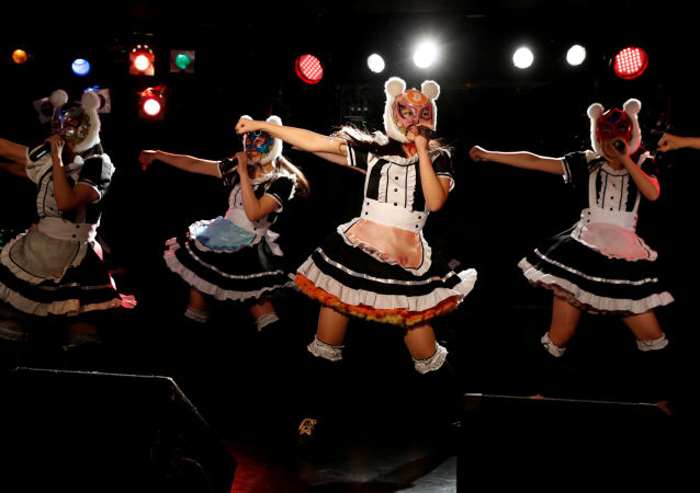Membros da banda japonesa Cryptocurrency Girls