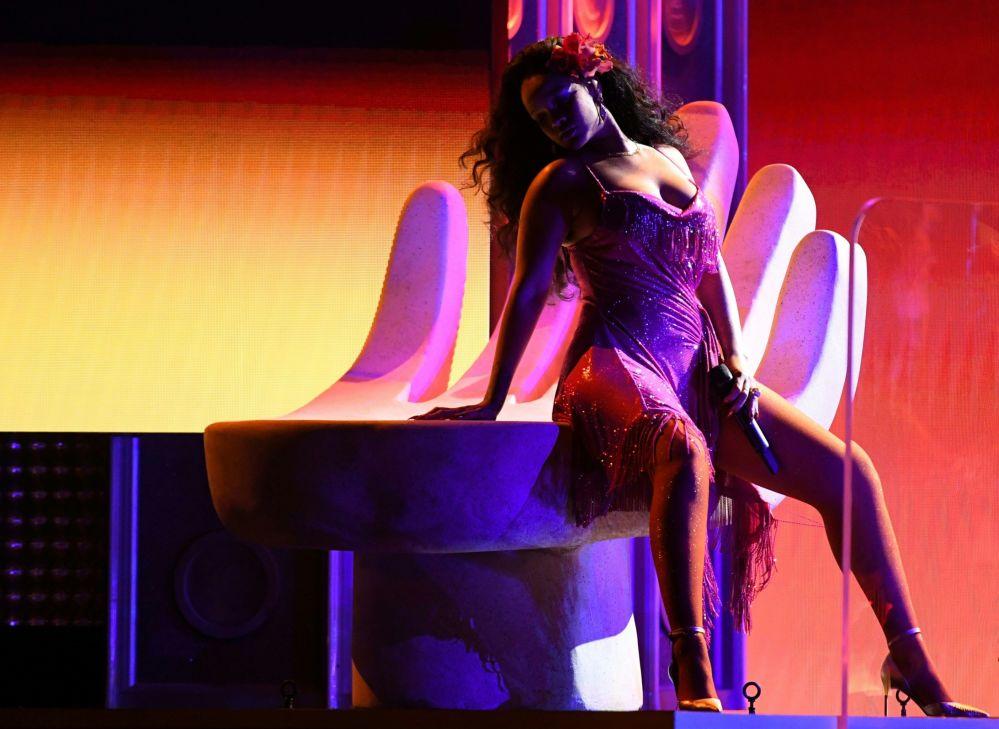 Cantora Rihanna atua durante a 60ª cerimônia anual Grammy Awards, em Nova York