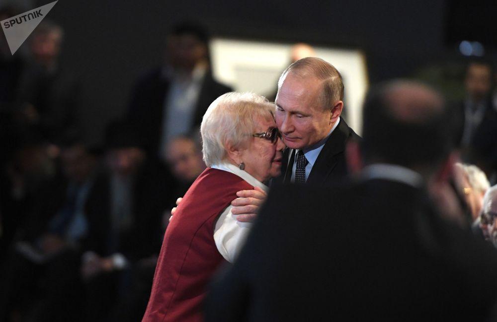 Presidente russo, Vladimir Putin, visita o Museu Judeu e Centro de Tolerância em Moscou no Dia de Homenagem às Vítimas do Holocausto