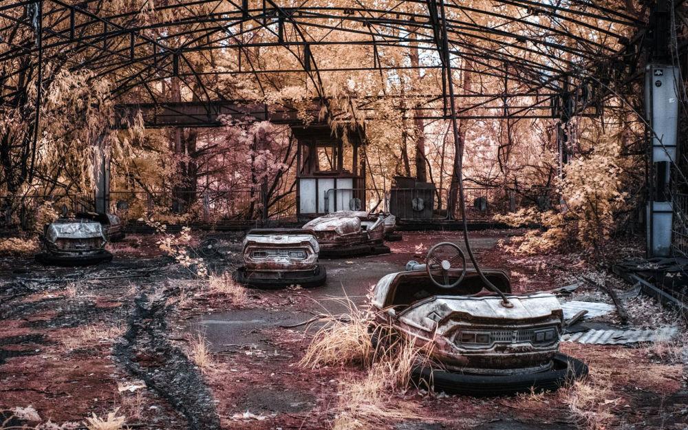 Autódromo no parque de diversões em Pripyat