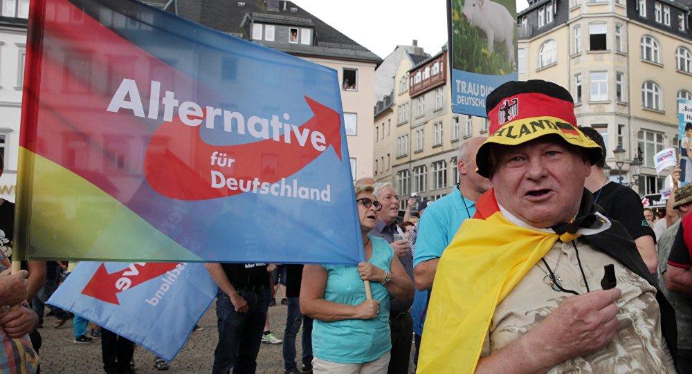Militantes do partido alemão Alternativa para Alemanha (AfD) protestam contra a chanceler Angela Merkel em Annaberg-Buchholz