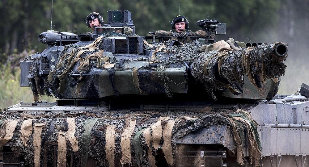 Soldados da OTAN no tanque alemão Leopard 2 participam dos exercícios da Aliança, Lituânia (foto de arquivo)
