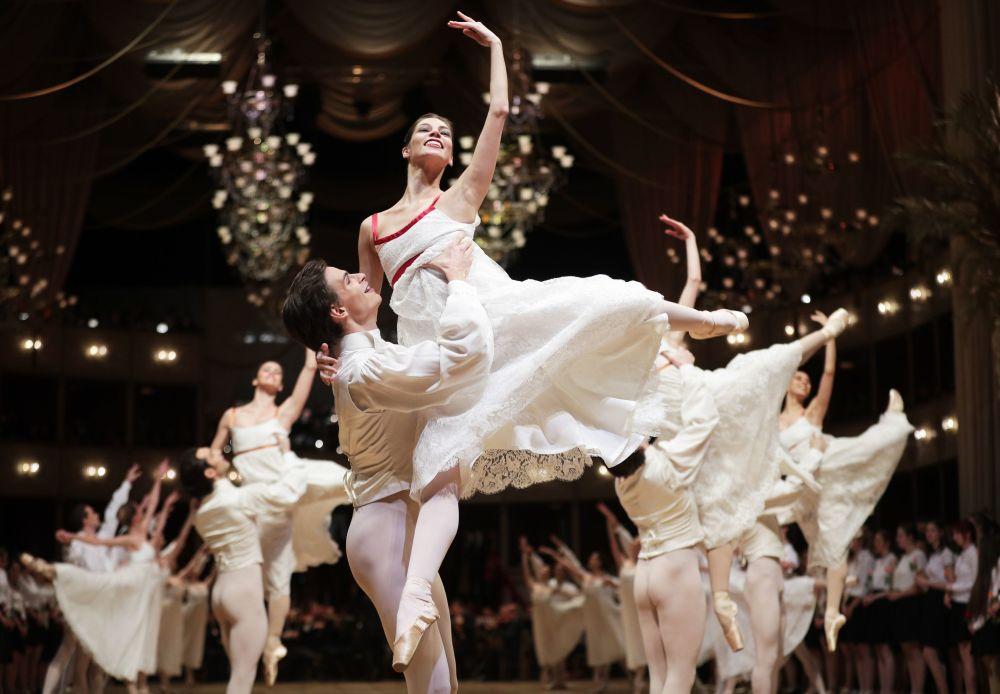 Bailarinos durante um ensaio na Ópera Nacional de Viena