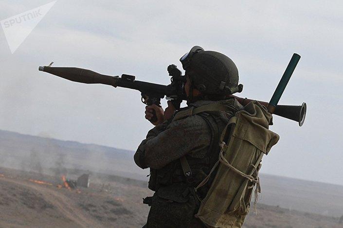 Soldado russo com RPG-7