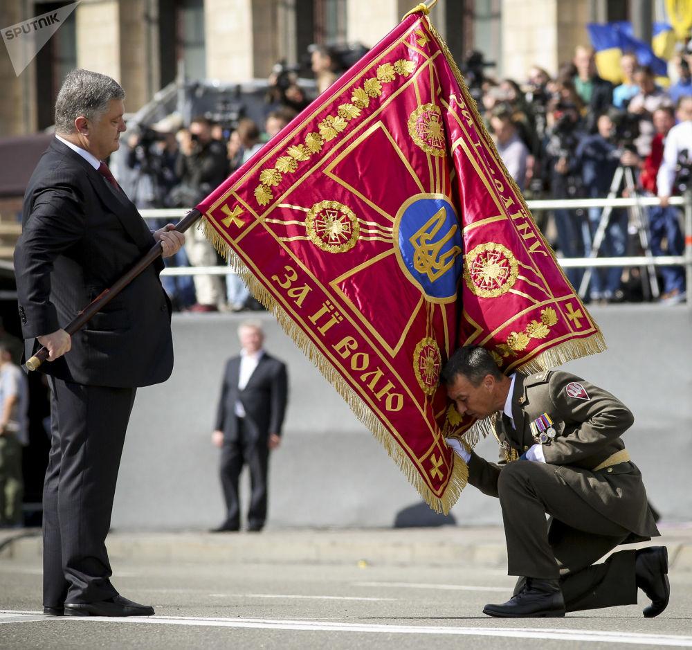 Presidente ucraniano, Pyotr Poroshenko, durante a parada dedicada ao Dia da Independência em Kiev