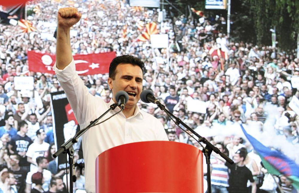 Durante o seu discurso, o líder da oposição, Zoran Zaev, prometeu continuar o protesto até que Gruevski renuncie.