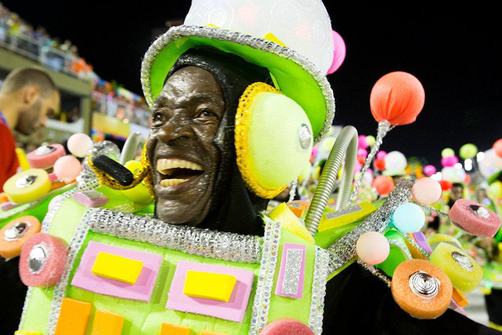 Império Serrano retornou ao Grupo Especial e abriu o carnaval do Rio de Janeiro neste domingo (11)