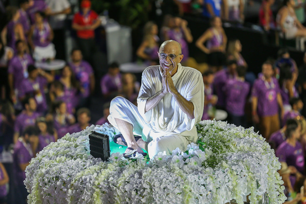 A Mocidade Independente de Padre Miguel encerrou a primeira noite do Grupo Especial reverenciando a Índia