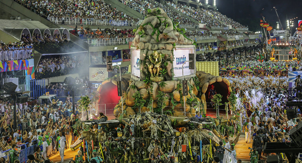 Desfile da Beija Flor no segundo dia do Grupo Especial na Sapucaí