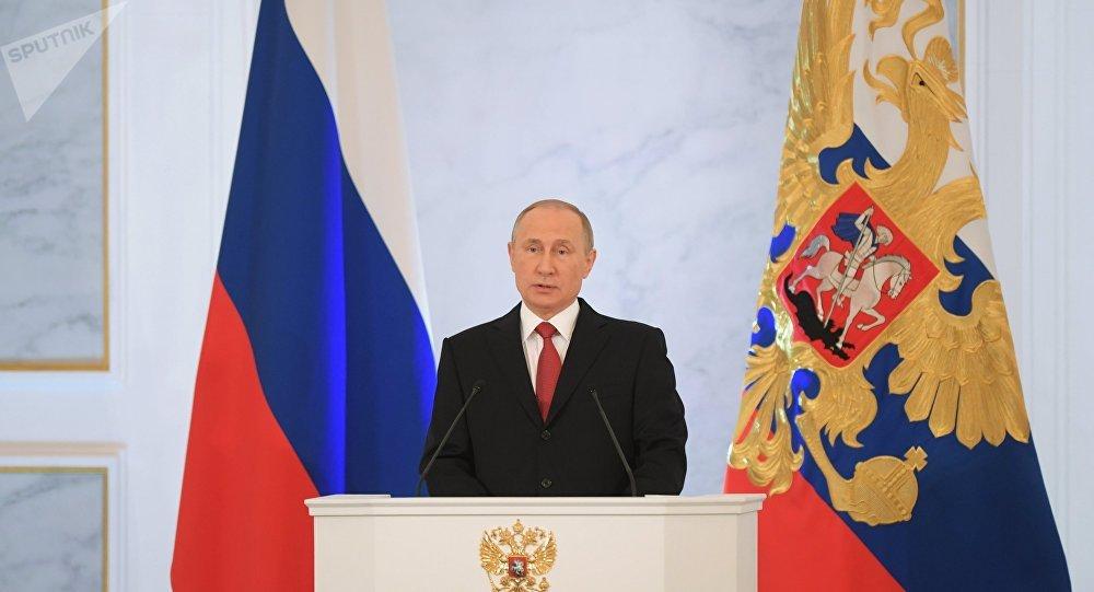 O presidente da Rússia, Vladimir Putin, falando diante da Assembleia Federal russa, Kremlin, em Moscou, em 1 de dezembro de 2016