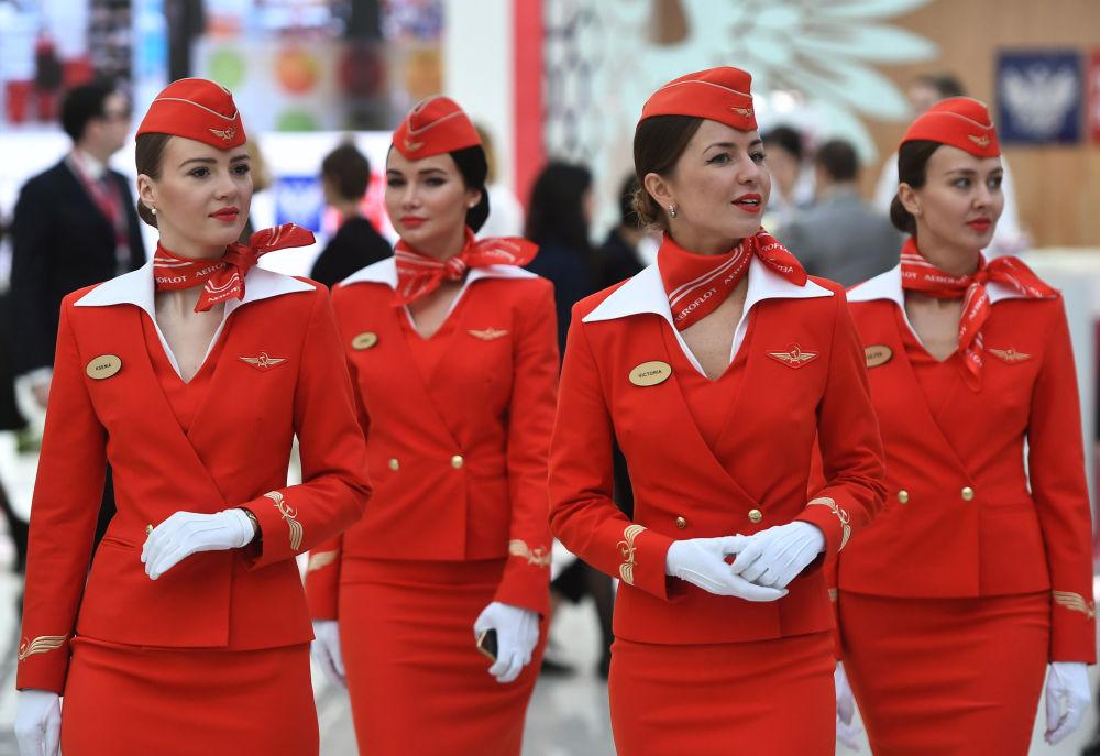 Aeromoças da companhia aérea russa Aeroflot durante o Fórum de Investimentos da Rússia 2018, em Sochi