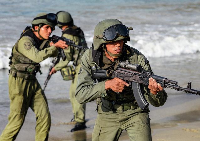 Soldados venezuelanos durante exercícios, foto de arquivo