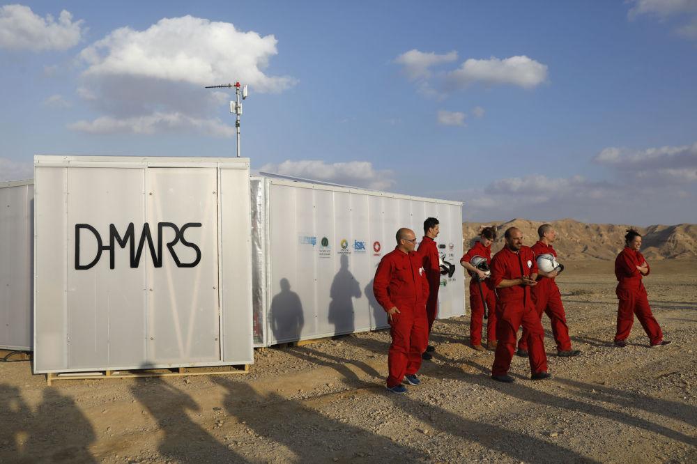 Cientistas israelenses participam de simulação da expedição a Marte em 18 de fevereiro de 2018