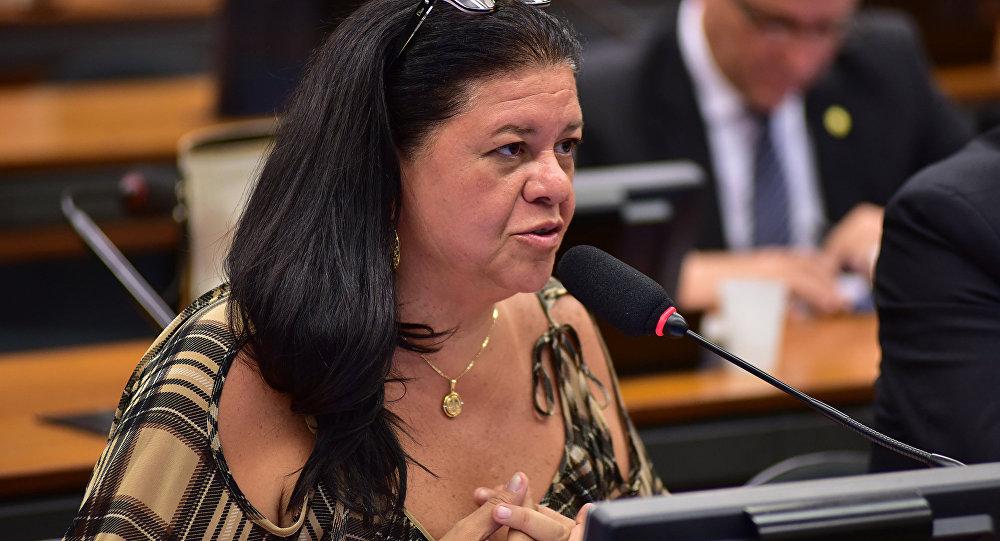 Deputada Laura Carneiro (MDB-RJ)