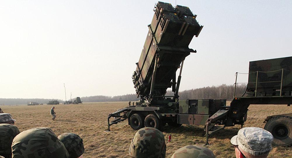 Soldados da Polônia e dos Estados Unidos em exercícios militares conjuntos