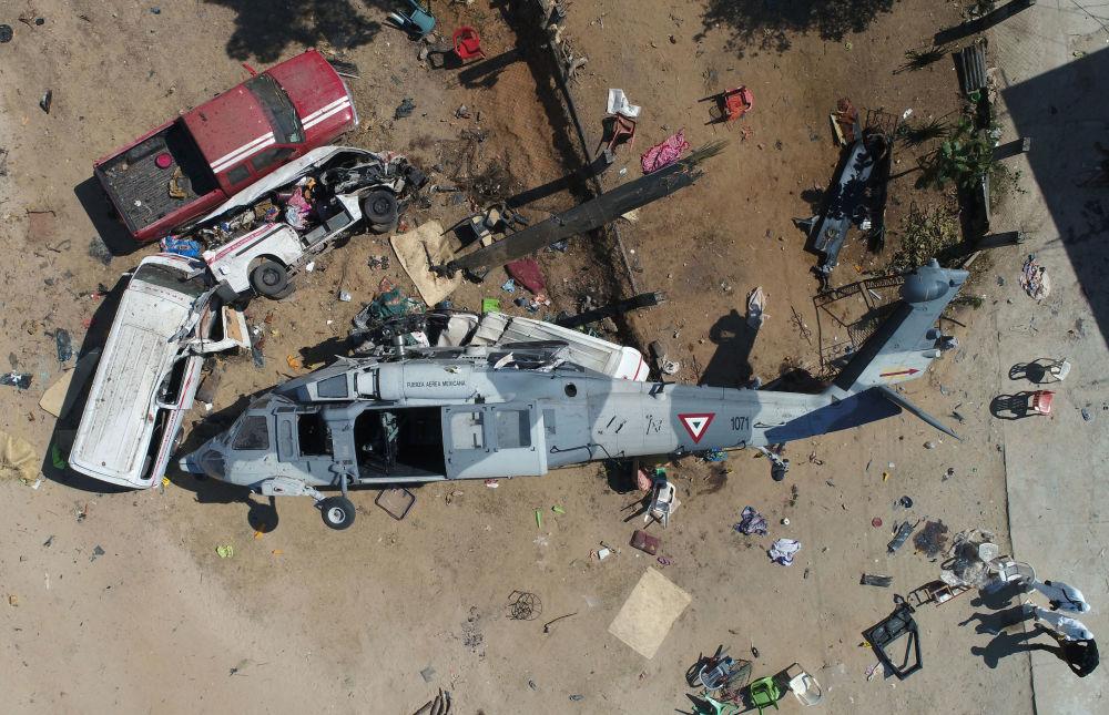 Helicóptero militar que acidentou em Santiago Jamiltepec, no México, matando 13 pessoas no terreno