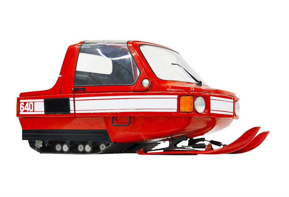 Esta moto de neve se chamava de 1980 E. No final da década de 70, os designers do Instituto Científico de Pesquisa e Desenho Industrial foram os primeiros do mundo a criarem uma moto com cabine fechada, o que fazia com que fosse mais cômoda e aerodinâmica e resolvia o problema de insonorizarão. Esperava-se que a 1980 E se transformasse no primeiro meio de transporte de inverno que fosse realmente cômodo, mas o projeto foi suspendido
