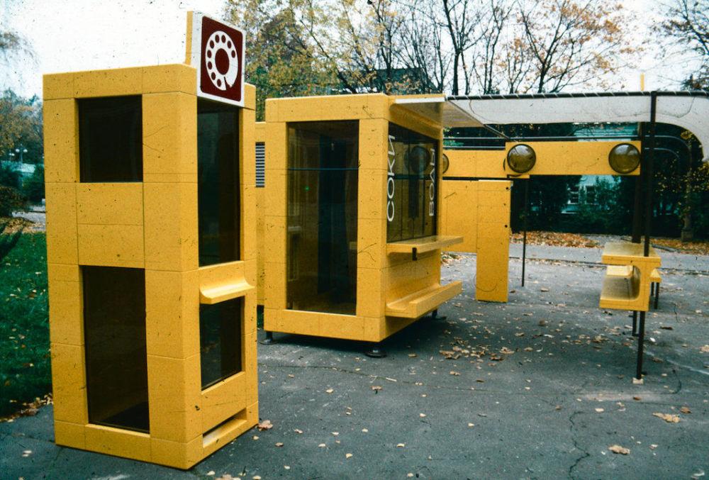 Um grupo de designers soviéticos tentou organizar de outra forma a mobília pública e lhe dar novos ares. Cinco módulos foram adaptados a diferentes estruturas, como quiosques e fontes de água, passando por bancos e caixas de areia para crianças. Foram utilizados materiais econômicos à prova de vandalismo e feitos de materiais reciclados