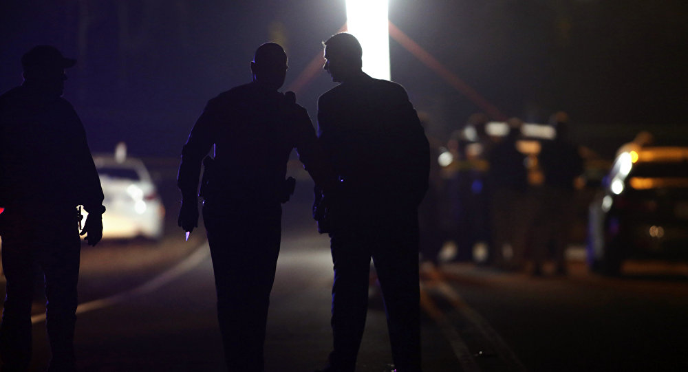 Agentes de polícia perto do campus da Universidade de Wingate, na Carolina do Norte, após um tiroteio na região