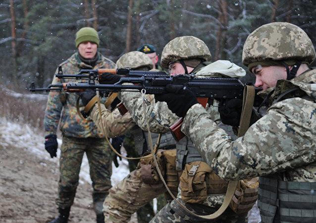 Militares ucranianos durante treinamento
