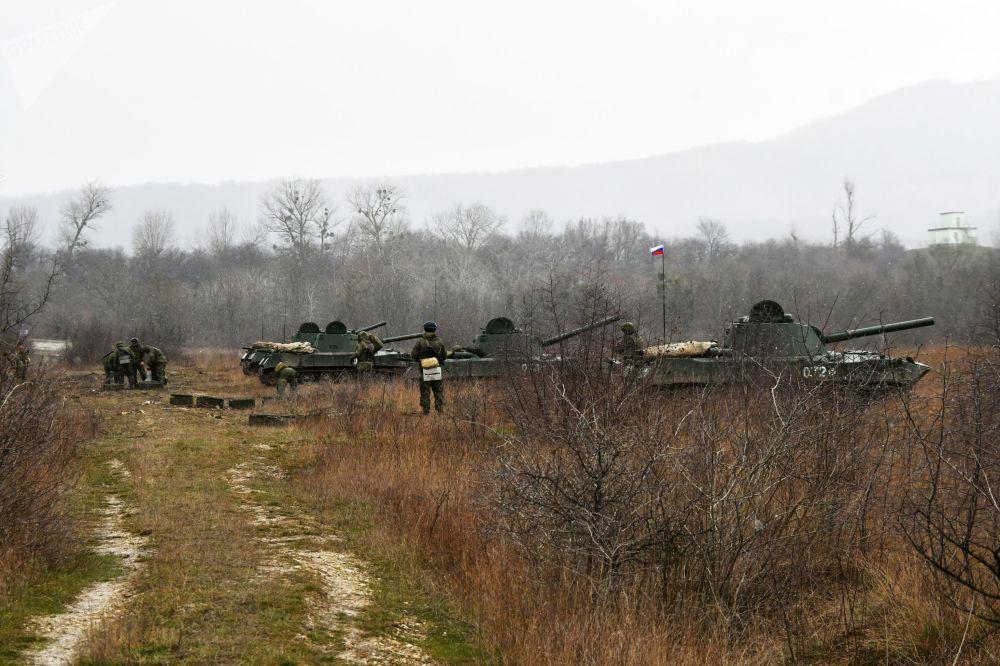 Morteiros autopropulsados Nona durante as manobras táticas das Forças Aerotransportadas no polígono Raevsky