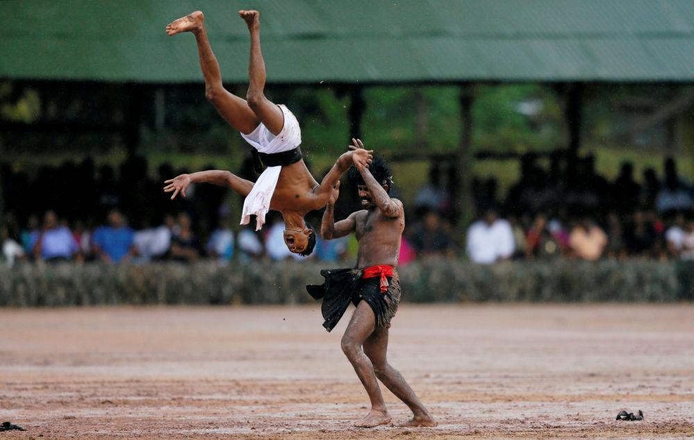Forças especiais do Sri Lanka durante show demonstrativo em Kalutara