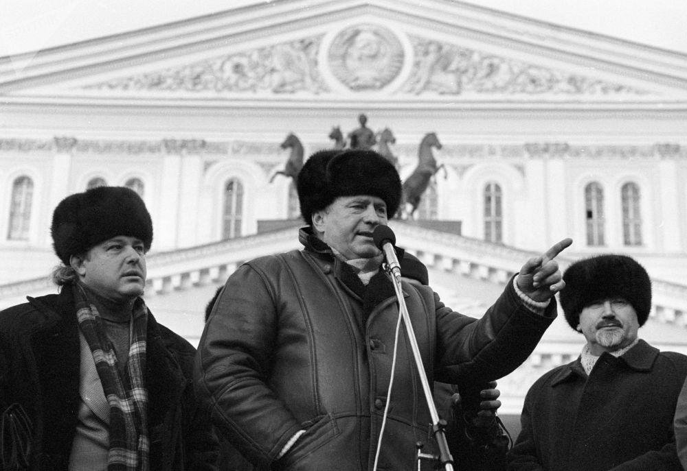 Líder do Partido Liberal Democrata da Rússia, Vladimir Zhirinovsky (C), discursa em um comício pré-eleitoral
