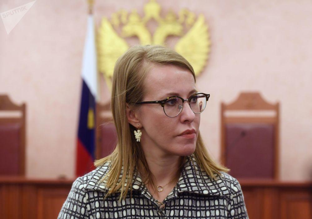 Candidata à Presidência da Rússia Ksenia Sobchak fala à imprensa após perder um processo no Supremo Tribunal da Rússia, em 2018