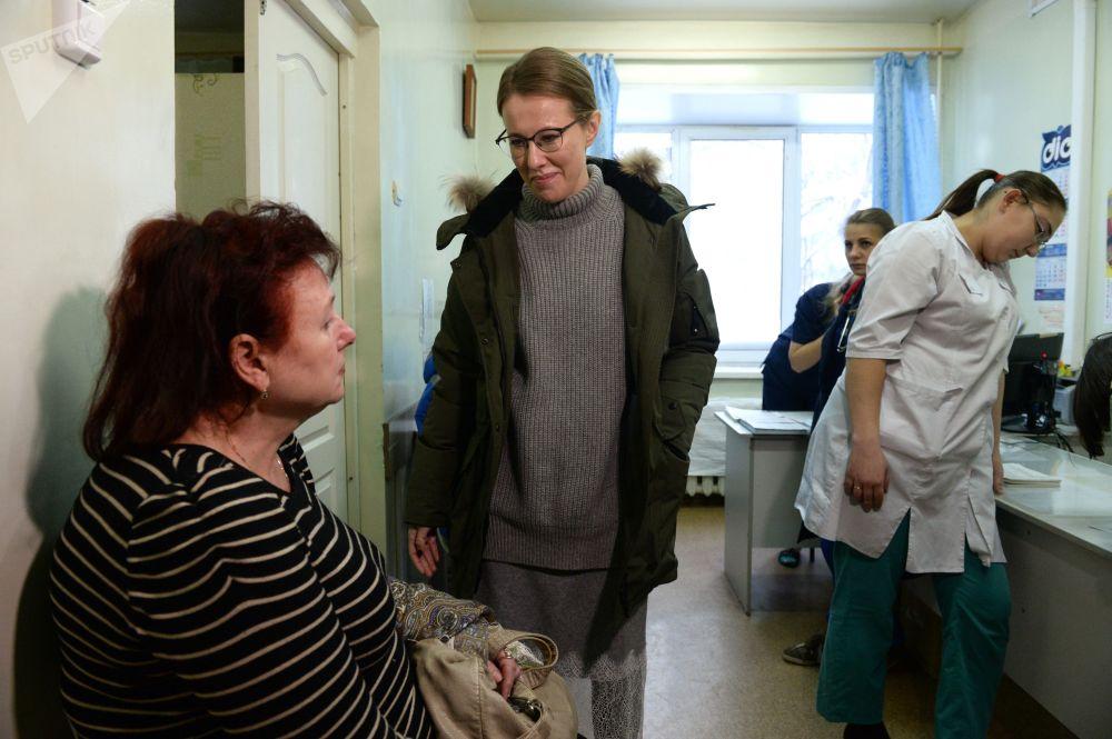 Candidata à Presidência da Rússia, Ksenia Sobchak, visita um hospital na região de Orenburgo, em 2018
