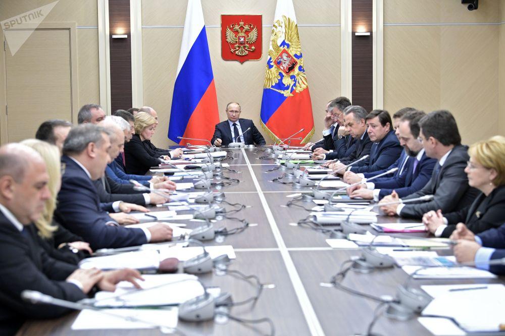 Vladimir Putin realiza uma reunião com os membros do governo da Rússia, em 31 de janeiro de 2017
