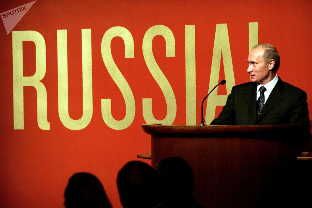 Presidente russo, Vladimir Putin, inaugura a exposição Rússia! no Museu Guggenheim, em Nova York, em 2005