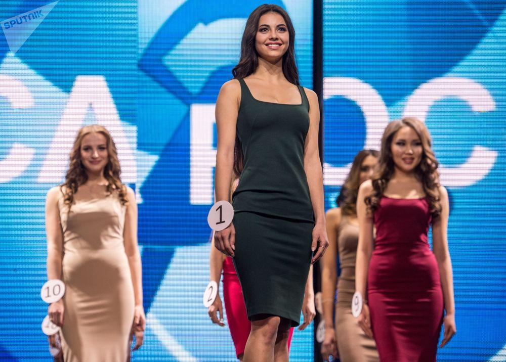 Lada Akimova, finalista do Miss Terra 2017, que recebeu o título de Miss Fogo