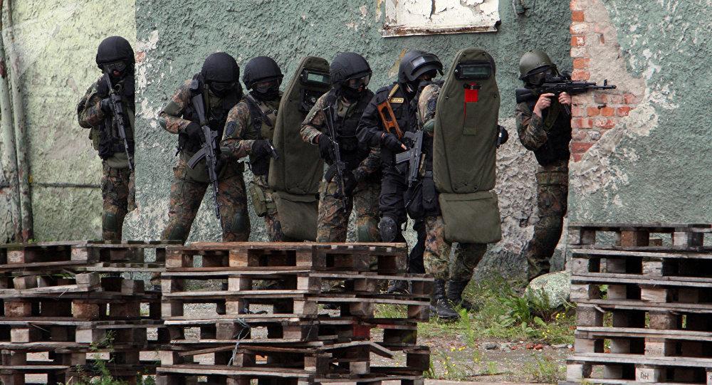 Agentes do FSB durante manobras antiterroristas em porto marítimo de Kaliningrado